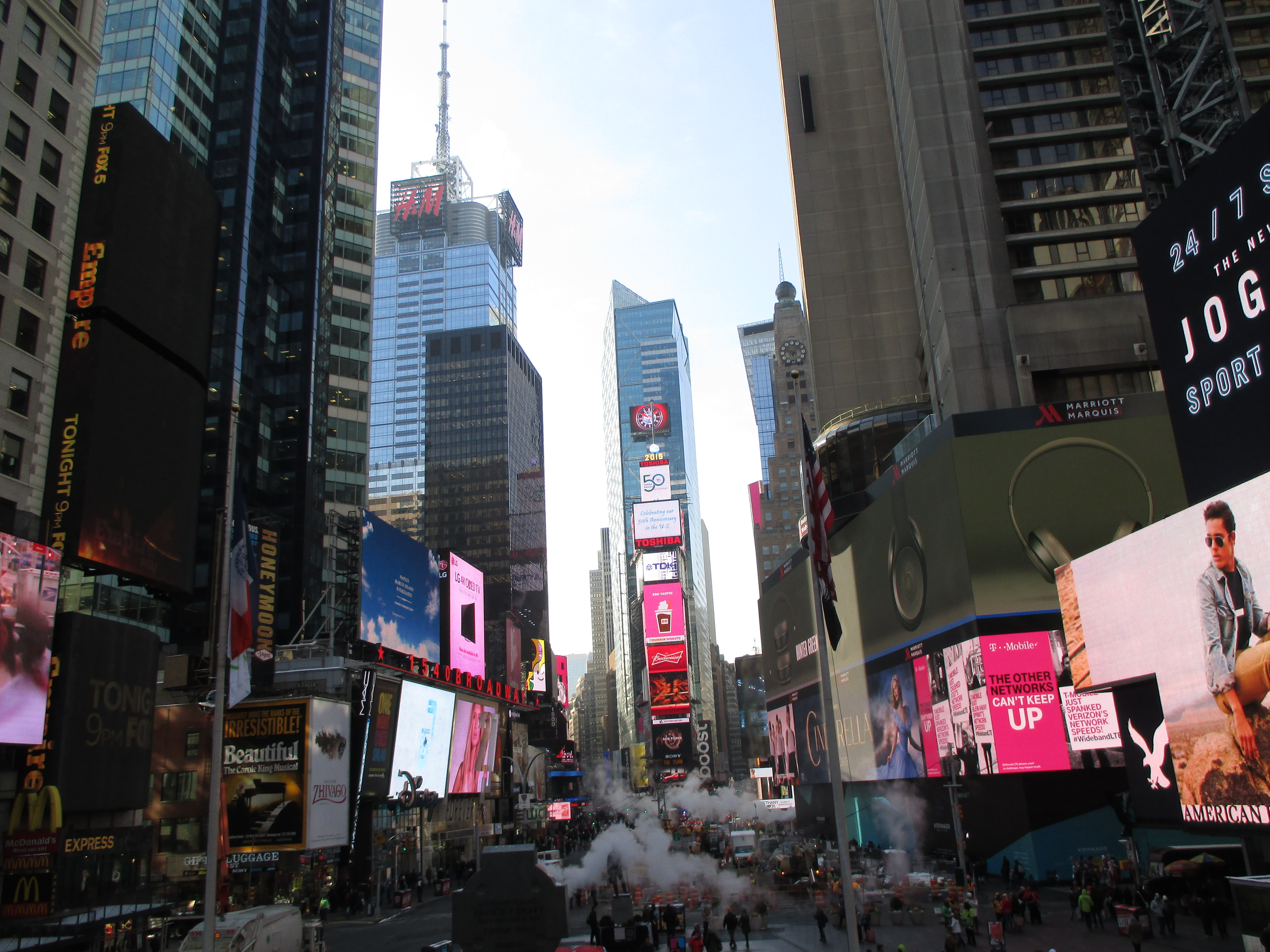 descriptive essay times square 2) new york times square 3) central park 4) the empire state building 5) the  museum of modern art the list above is only the official places i.