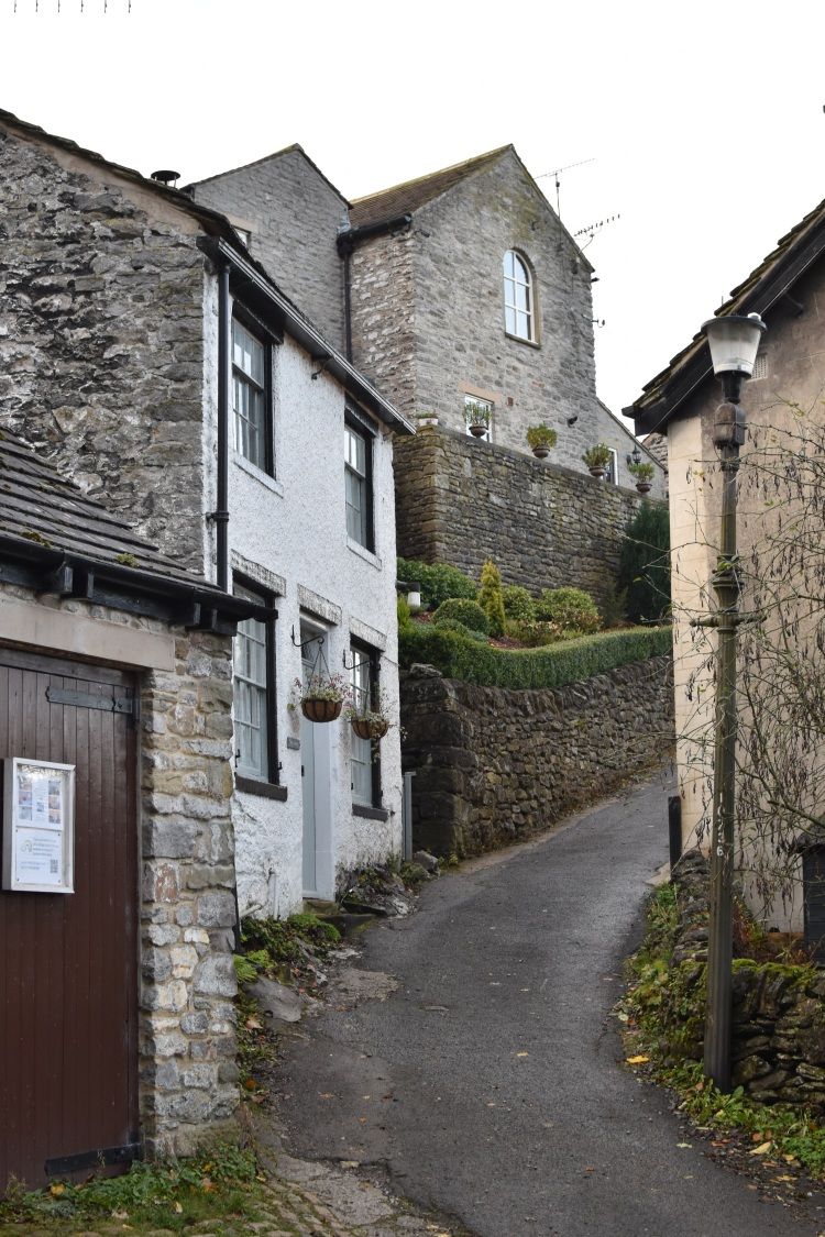 castleton-houses