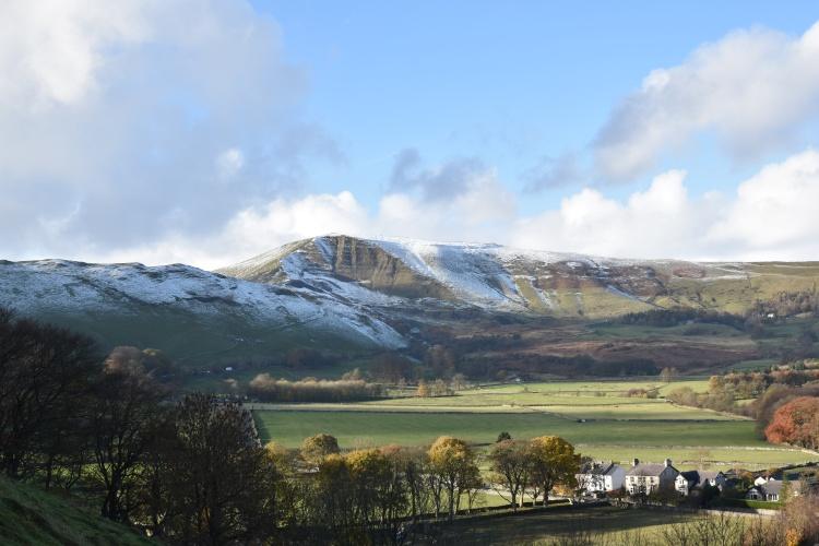 castleton-peak-district-views-of-mam-tor