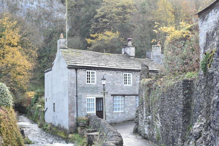 famous-castleton-house